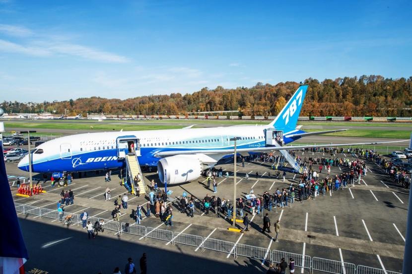 Boeing presents original Flight Test 787 Dreamliner ZA003 to Museum of Flight